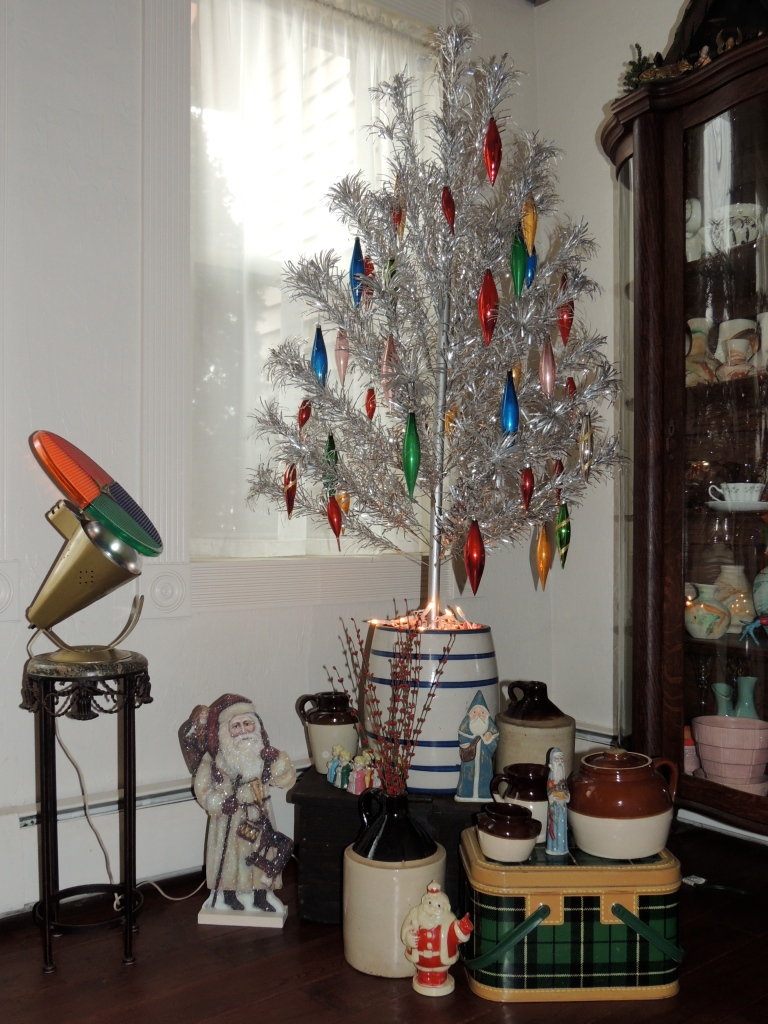 Walk through thr front door and into the diningroom.  here a vintage tinsel tree adorns the entryway.